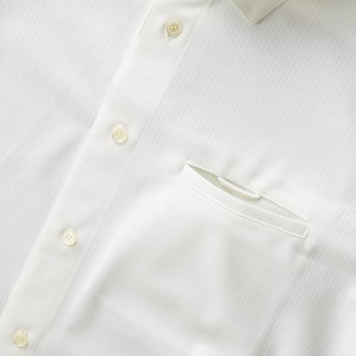 左胸ポケットと名札ループ