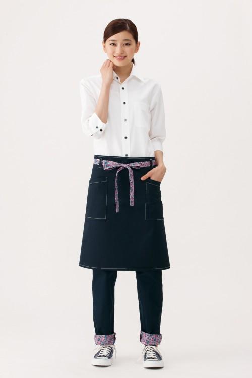 選べる10色お買い得シンプル無地七分袖ブロードシャツ【Unisex】モデル着用イメージ女性2