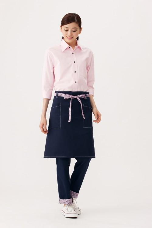 選べる10色お買い得シンプル無地七分袖ブロードシャツ【Unisex】モデル着用イメージ女性1